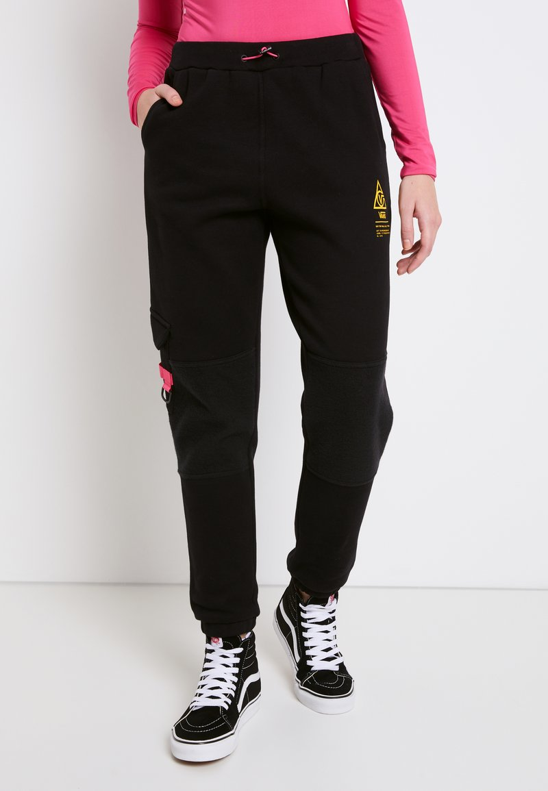 Vans - WM 66 SUPPLY SWEATPANT - Trousers - black