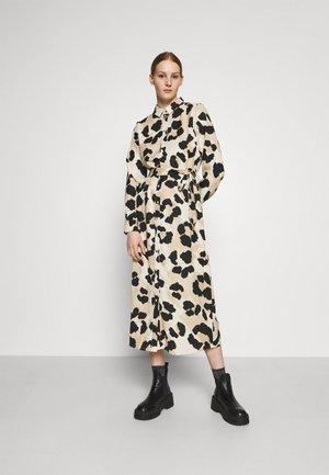 VMGREETA DRESS - Skjortekjole - creme brûlée/greeta