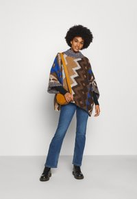 Free People - TRAIL PONCHO - Kapper - timber combo - 1