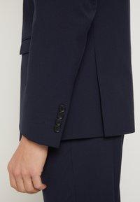 Selected Homme - SHDNEWONE MYLOLOGAN SLIM FIT - Suit - navy blazer - 6