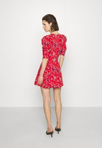 Who What Wear - THE PUFF BELTED DRESS - Kjole - red - 2