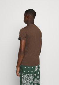 Replay - SHORT SLEEVE - Basic T-shirt - brown - 2