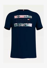 Tommy Hilfiger - HAWAIIAN FLAG - Print T-shirt - desert sky - 2