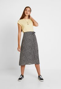 New Look - REBECCA BUBBLE WRAP MIDI - Tubenederdele - black - 1
