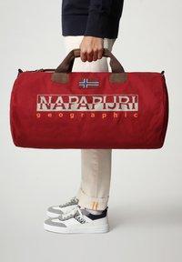 Napapijri - BERING  - Weekend bag - old red - 0