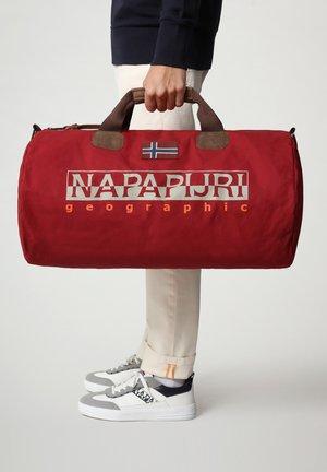 BERING  - Weekendbag - old red