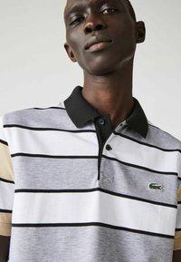 Lacoste - Polo shirt - heidekraut grau / weiß / beige / schwarz - 2