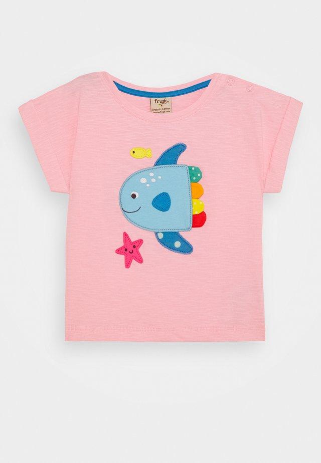 SOPHIA SLUB FISH - Print T-shirt - soft pink