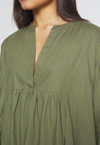YAS Petite - YASMERIAN DRESS PETITE ICONS - Sukienka letnia - four leaf clover - 5