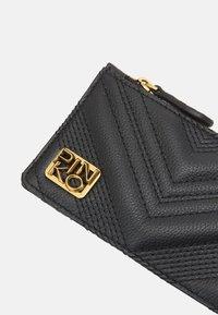 Pinko - AIRONE CREDIT CARD HOLDER QUILT - Peněženka - black - 4