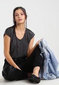 Pieces - PCBILLO - Print T-shirt - black - 1