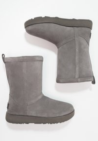 UGG - CLASSIC SHORT WATERPROOF - Classic ankle boots - metal - 2