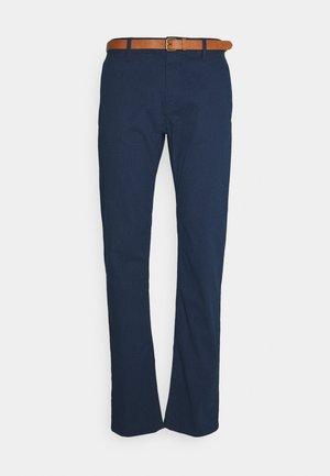 PRINTED CHINO - Chino kalhoty - blue cross design