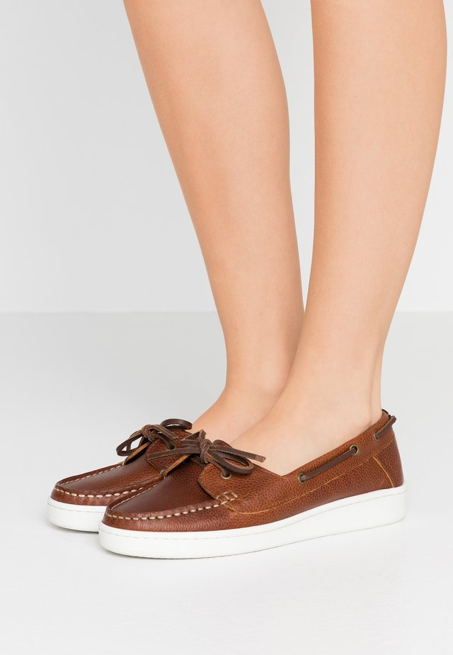 MIRANDA - Boat shoes - congac