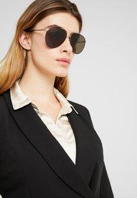Burberry - Okulary przeciwsłoneczne - gold-coloured/matte black - 3