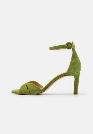 Sandals - yaca green