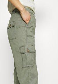Marks & Spencer London - ULTIMATE - Cargo trousers - khaki - 3