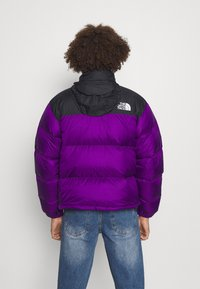The North Face - RETRO NUPTSE JACKET UNISEX - Down jacket - gravity purple - 2