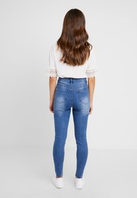 Missguided Petite - SINNER CLEAN DISTRESSED - Jeansy Skinny Fit - blue - 2
