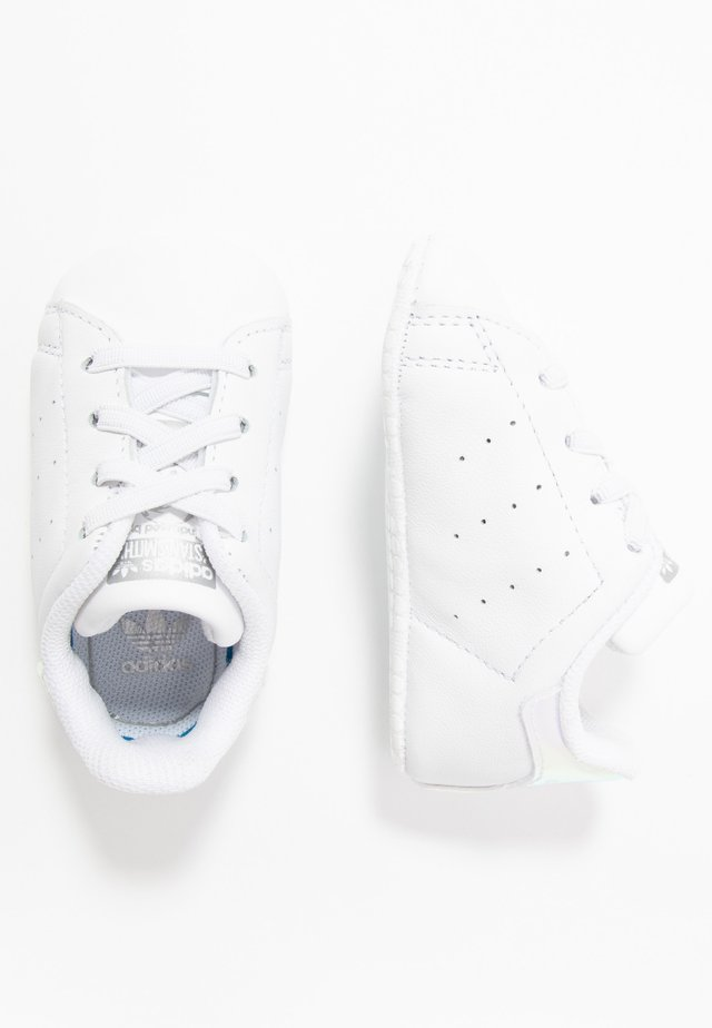 STAN SMITH CRIB - Babyschoenen - footwear white/silver metallic