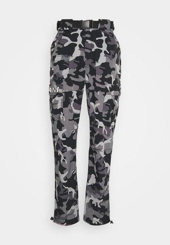 SIGNATURE CRINCLE  - Cargo trousers - black