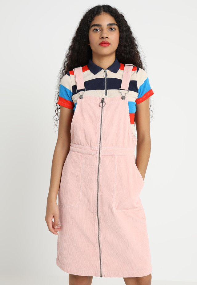 LADIES DUNGAREE DRESS - Vapaa-ajan mekko - rose