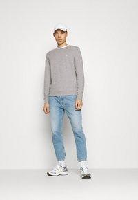Jack & Jones - JORBASIC CREW NECK 2 PACK - Sweatshirt - light grey melange - 0
