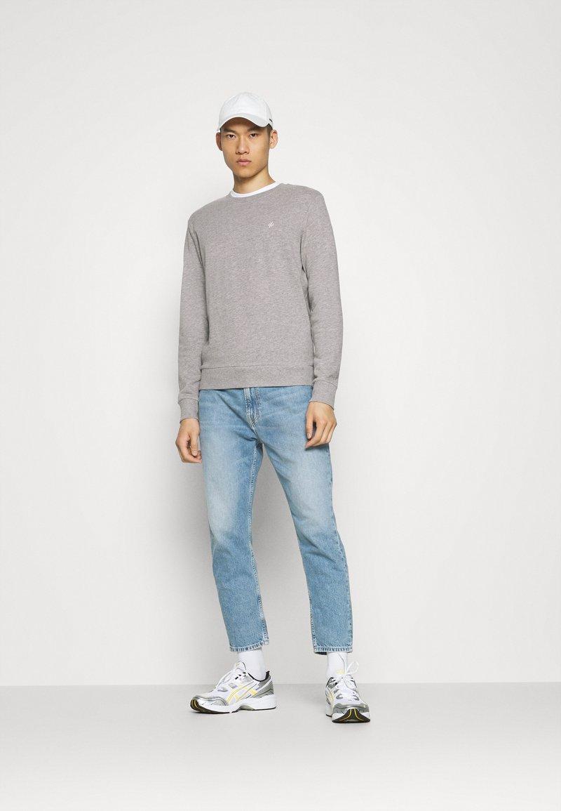 Jack & Jones - JORBASIC CREW NECK 2 PACK - Sweatshirt - light grey melange