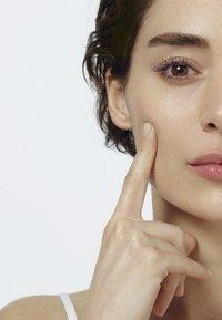 L'Oréal Paris Skin - REVITALIFT FILLER 7 DAY HYALUROCURE REPLUMPING AMPOULES - Serum - - - 4