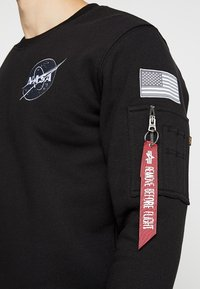 Alpha Industries - NASA - Sweatshirt - schwarz - 5