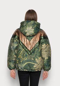 Farm Rio - GREEN COOL LEOPARD REVERSIBLE PUFFER JACKET - Winter jacket - mottled olive - 2