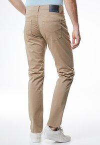 Pierre Cardin - LYON - Slim fit jeans - beige - 2