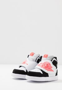 Jordan - SKY 1 UNISEX - Basketball shoes - white/infrared/black - 3