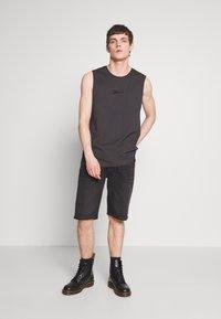 Diesel - THOSHORT - Szorty jeansowe - black - 1