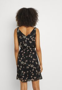Vero Moda - VMWONDA NEW SINGLET SHORT DRESS - Vapaa-ajan mekko - black/eliza - 2