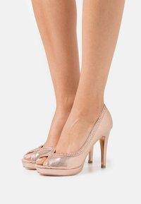Dorothy Perkins - SHOWCASE GHOSTLY PEEPTOE - Peeptoe heels - rose gold - 0