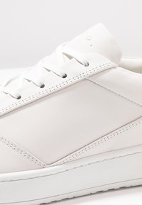 ETQ - Trainers - white - 5