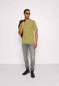 Minimum - HARIS  - Camiseta básica - dried tobacco - 1