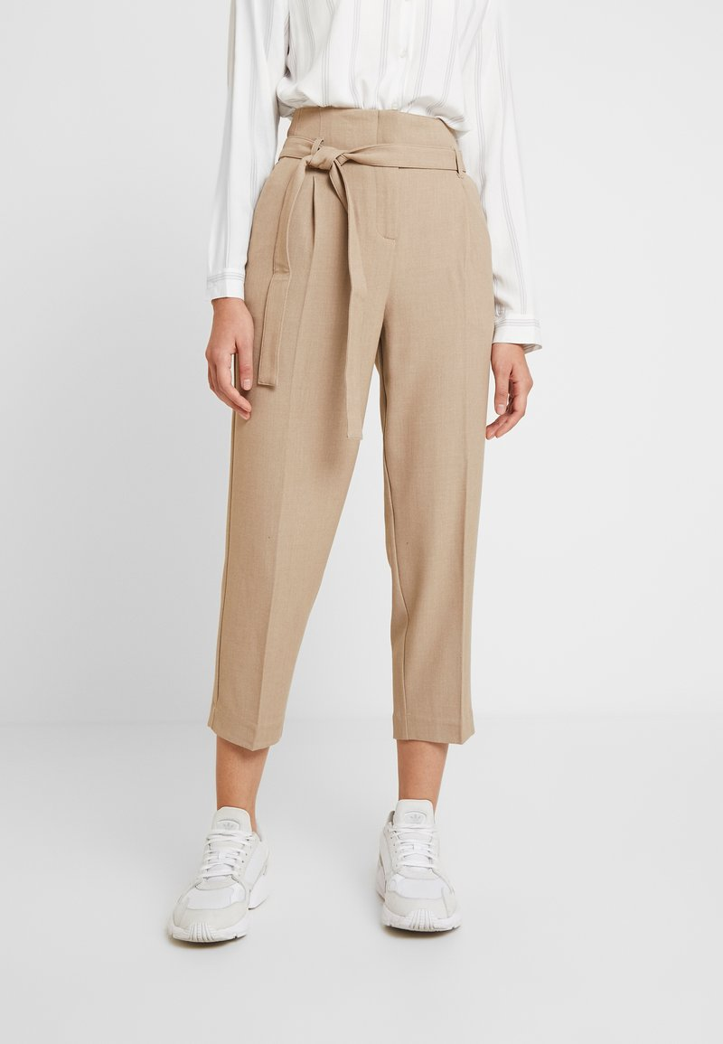 Re.draft - CITY PANTS WITH BELT - Pantalon classique - latte macchiato