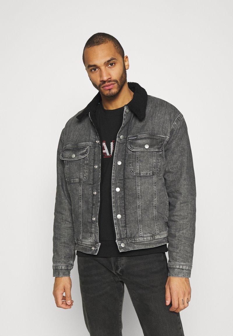 Calvin Klein Jeans - SHERPA JACKET - Jeansjacka - denim grey