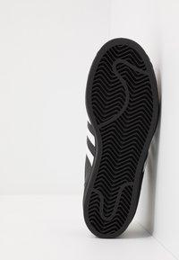 adidas Originals - SUPERSTAR  - Sneakers - core black/footwear wihte - 5