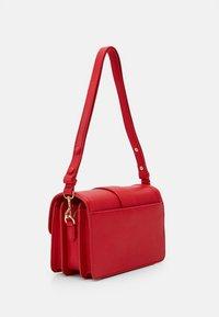 Versace Jeans Couture - SHOULDER BAG - Borsa a mano - rosso - 1