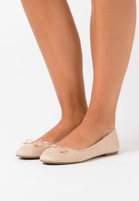Miss Selfridge - BOW - Ballet pumps - gold - 0