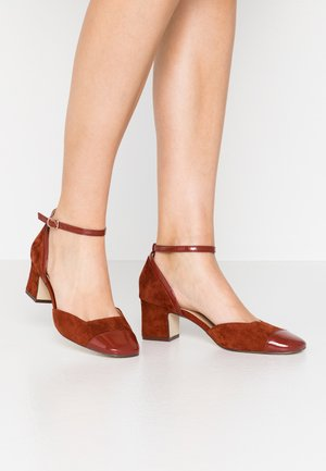 LEATHER PUMPS - Classic heels - brown