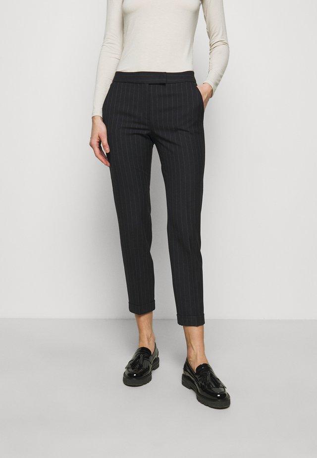 MONOPOLI - Spodnie materiałowe - china blue pattern