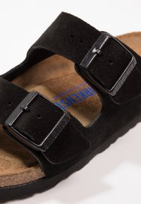Birkenstock - ARIZONA SOFT FOOTBED NARROW FIT - Klapki - black - 5