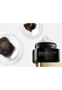 L'Oréal Paris - AGE PERFECT CELL RENAISSANCE DAY 50ML - Face cream - - - 3