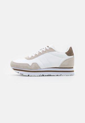 NORA PLATEAU - Zapatillas - bright white