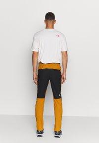The North Face - MEN'S CLIMB PANT - Stoffhose - timbertan/black - 2