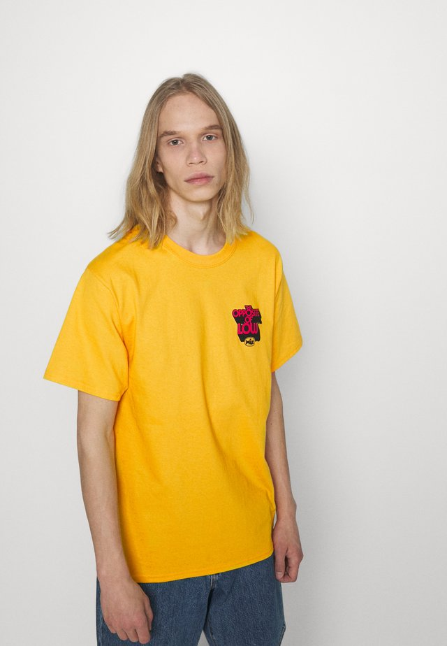 OPPOSITE OF LOW TEE - T-shirt con stampa - golden